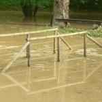 Le pont du canal de fuite est sous le Gave